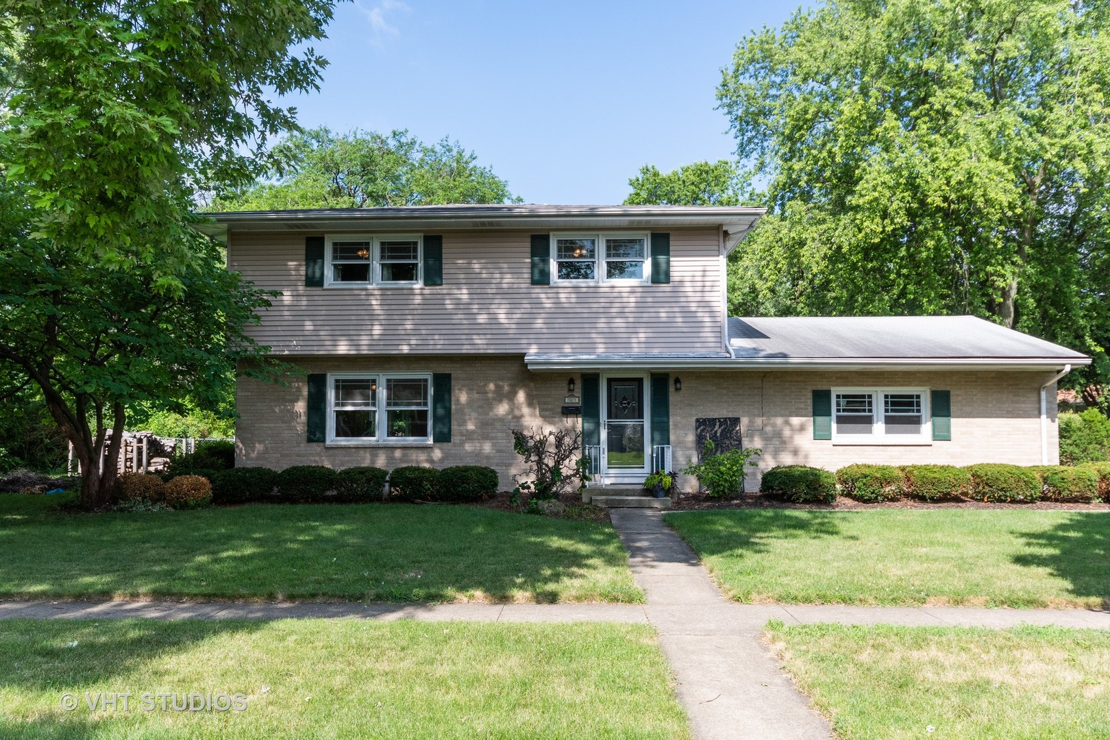 Photo for 303 S 15th Street, ST. CHARLES, IL 60174 (MLS # 10441208)