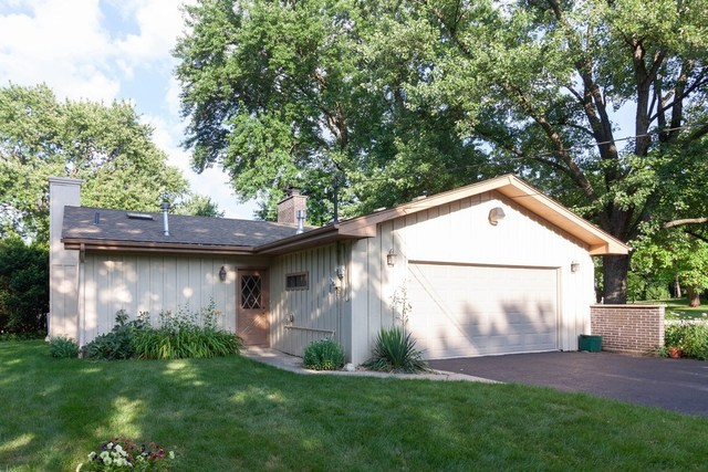 Photo for 19W940 80th Street, DOWNERS GROVE, IL 60516 (MLS # 10441819)