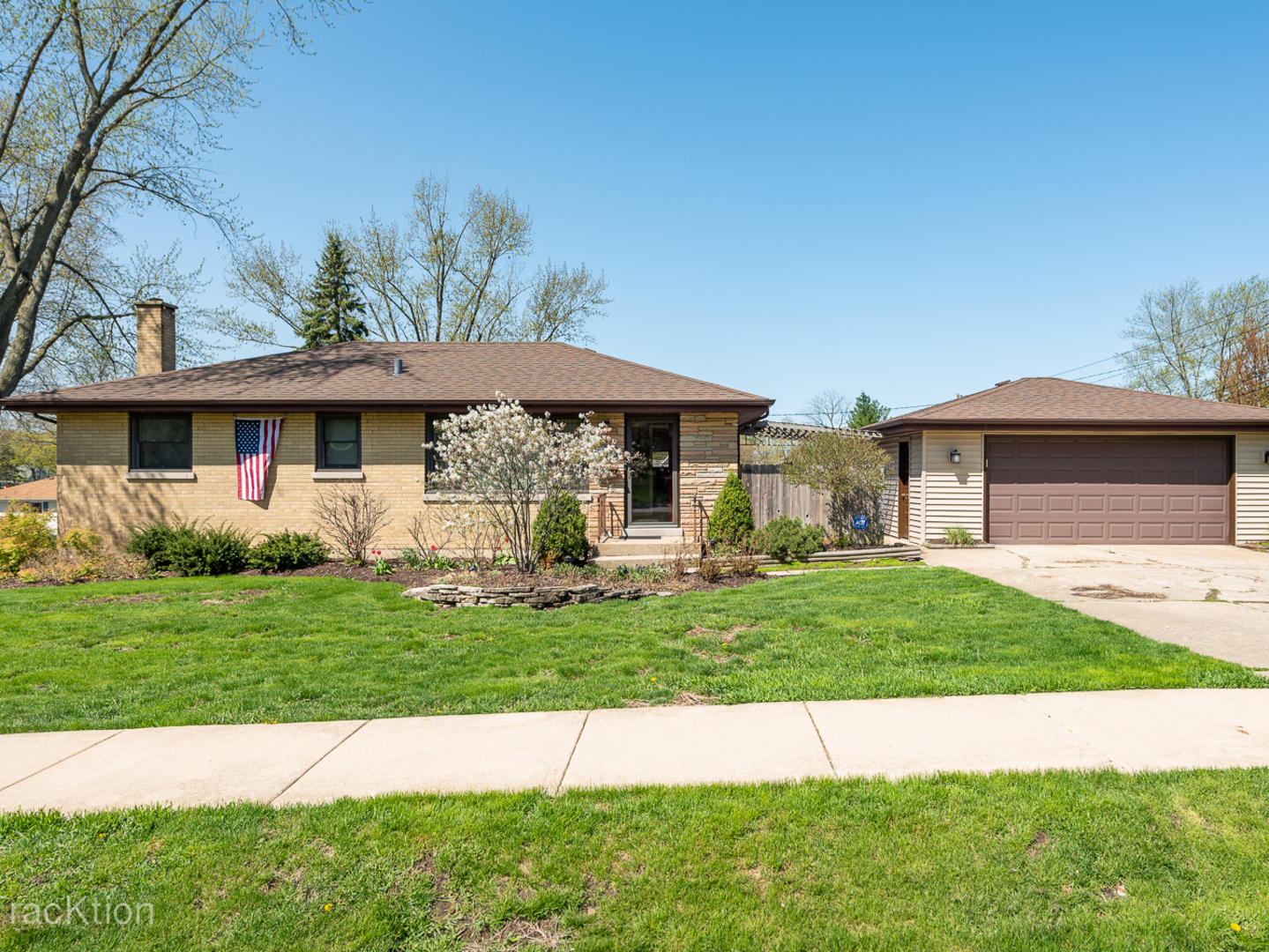 Photo for 5334 Victor Street, DOWNERS GROVE, IL 60515 (MLS # 10448274)