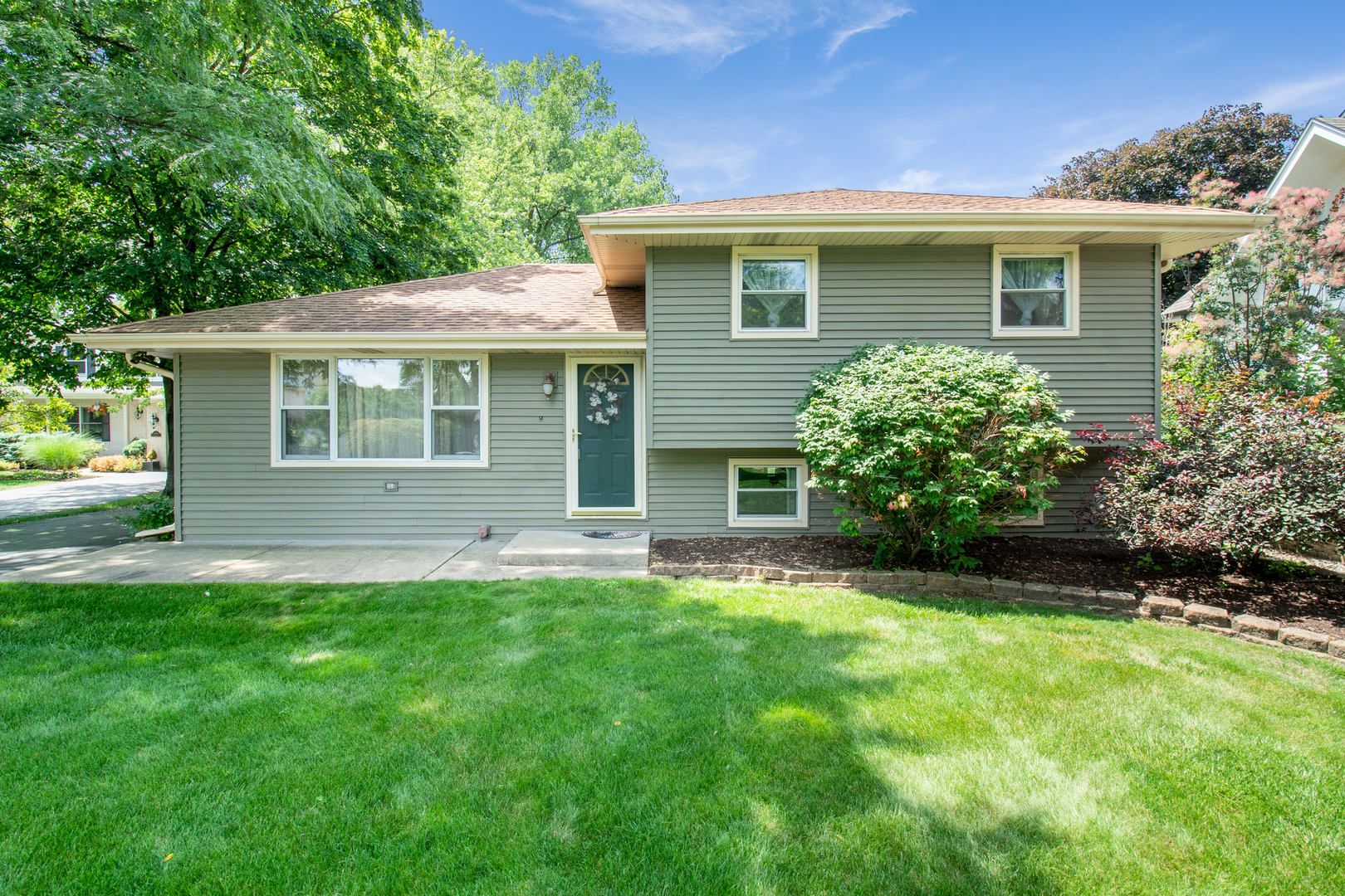 Photo for 6044 Boundary Road, DOWNERS GROVE, IL 60516 (MLS # 10452622)