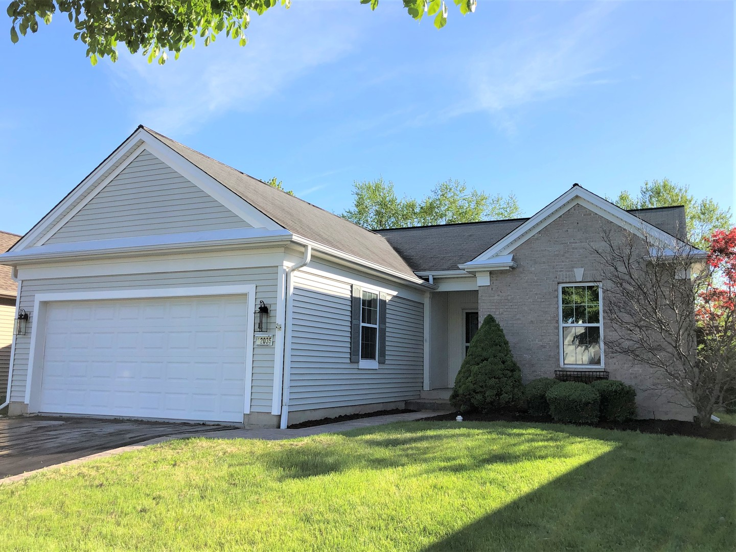 Photo for 12035 Bloomfield Drive, HUNTLEY, IL 60142 (MLS # 10457898)