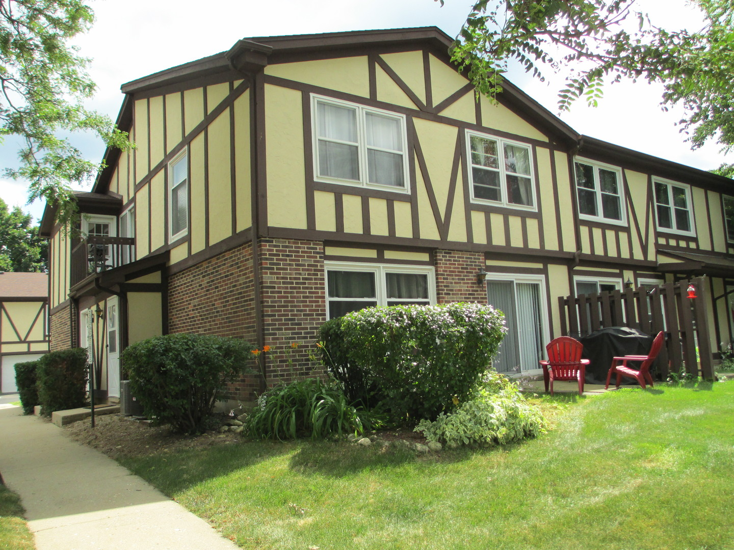 Photo for 412 Saint Johns Road, Unit Number B, WOODSTOCK, IL 60098 (MLS # 10465855)