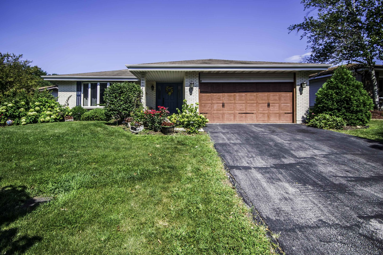 Photo for 6949 Camden Road, Downers Grove, IL 60516 (MLS # 10466766)
