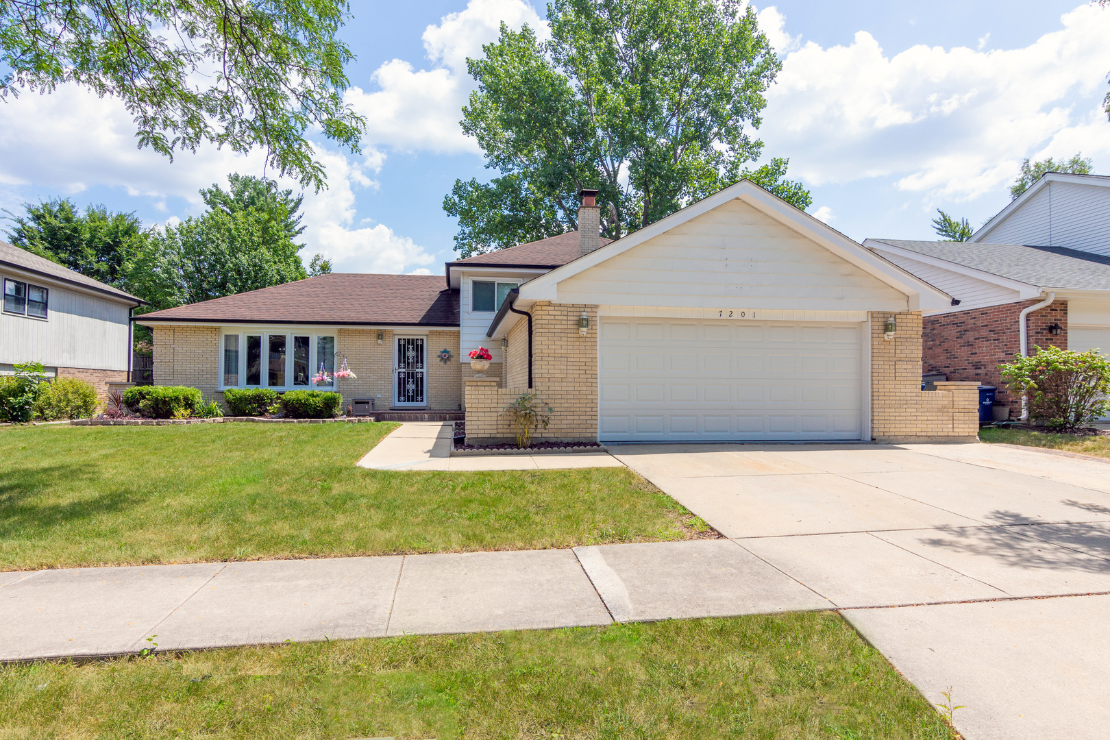 Photo for 7201 Kidwell Road, DOWNERS GROVE, IL 60516 (MLS # 10482698)