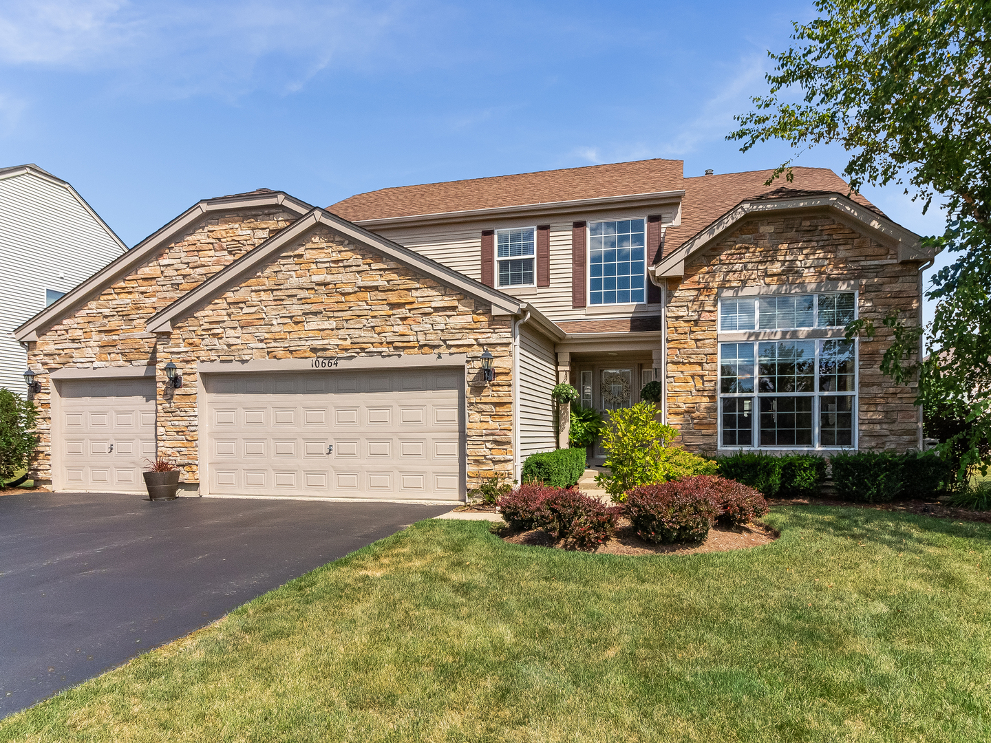 Photo for 10664 Capitol Lane, HUNTLEY, IL 60142 (MLS # 10488678)