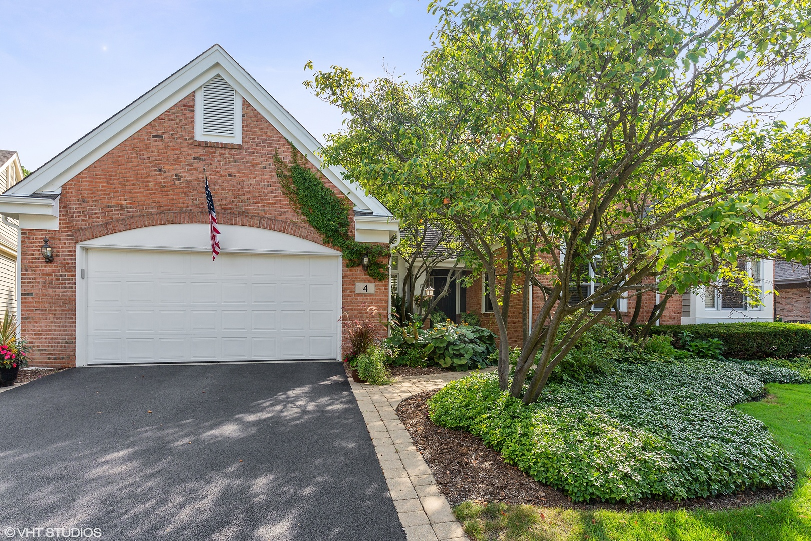Photo for 4 Augusta Court, Lake in the Hills, IL 60156 (MLS # 10492008)