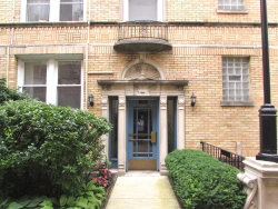 Photo of 840 W Ainslie Street, Unit Number D-2, CHICAGO, IL 60640 (MLS # 10492301)