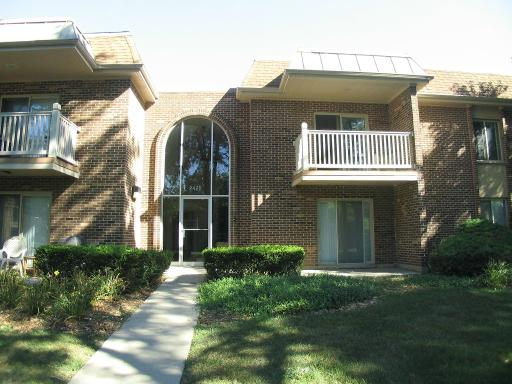 Photo for 2422 N Kennicott Drive, Unit Number 2A, ARLINGTON HEIGHTS, IL 60004 (MLS # 10496790)
