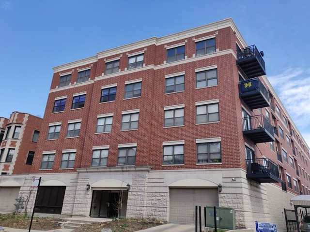 Photo for 7625 N Eastlake Terrace, Unit Number 206, Chicago, IL 60626 (MLS # 10499605)