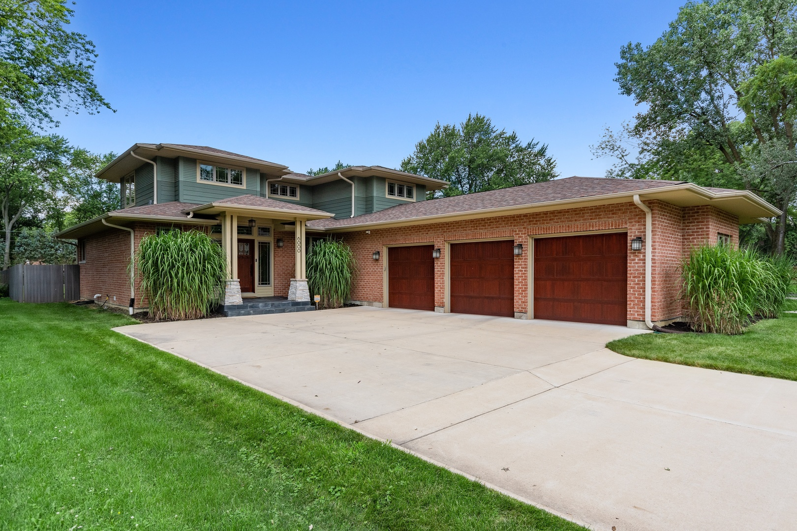 Photo for 6000 Pershing Avenue, DOWNERS GROVE, IL 60516 (MLS # 10506363)
