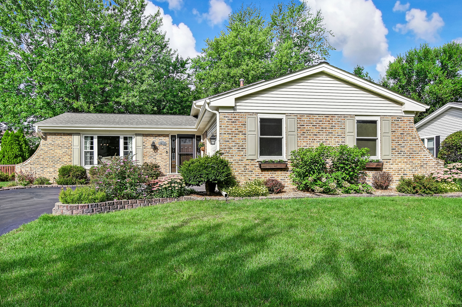 Photo for 4012 Roslyn Road, DOWNERS GROVE, IL 60515 (MLS # 10508792)