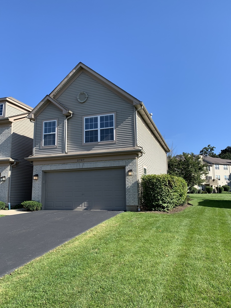 Photo for 2707 Cobblestone Drive, Unit Number END, Crystal Lake, IL 60012 (MLS # 10532728)