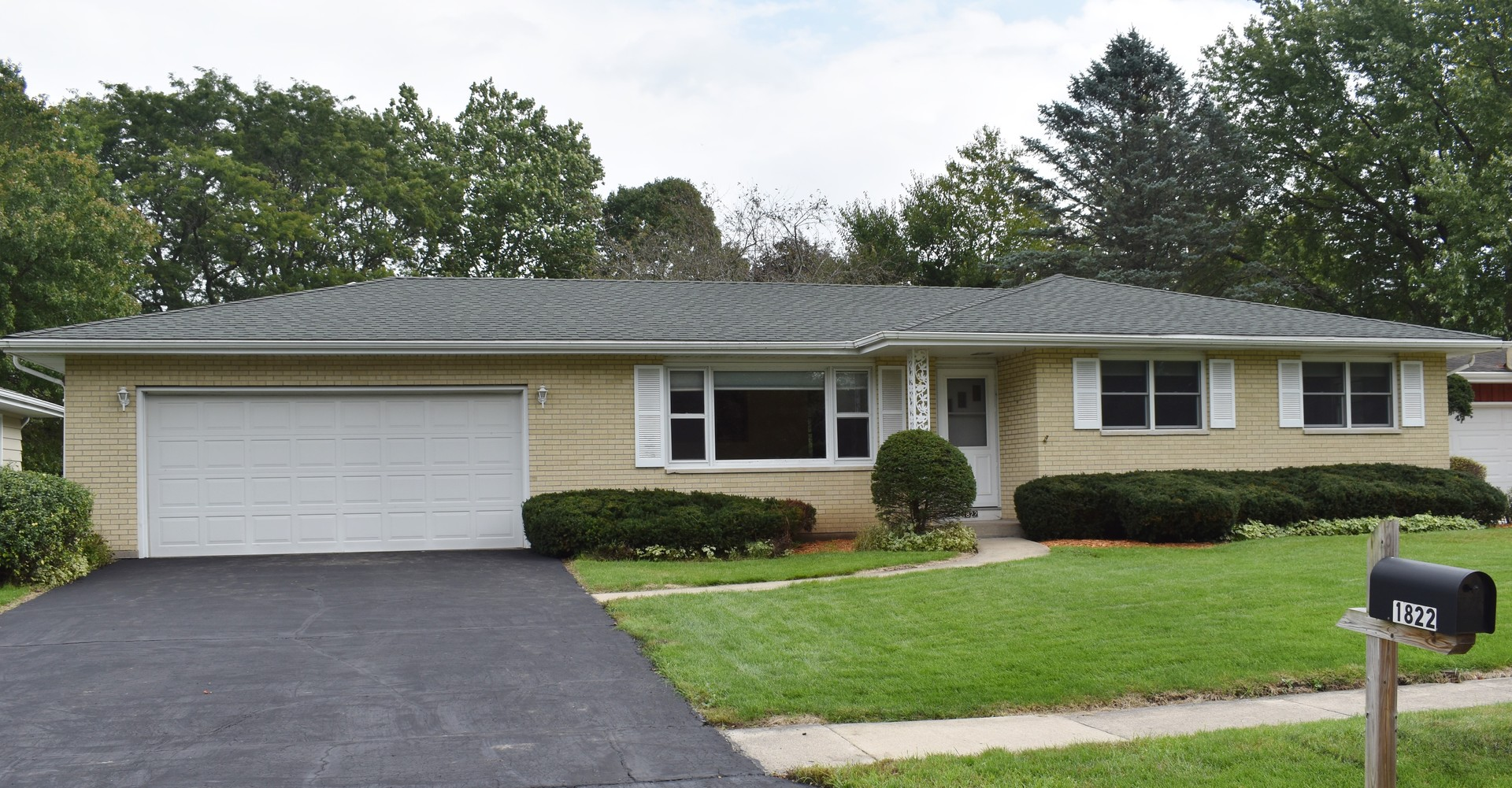 Photo for 1822 Perry Court, Sycamore, IL 60178 (MLS # 10535145)