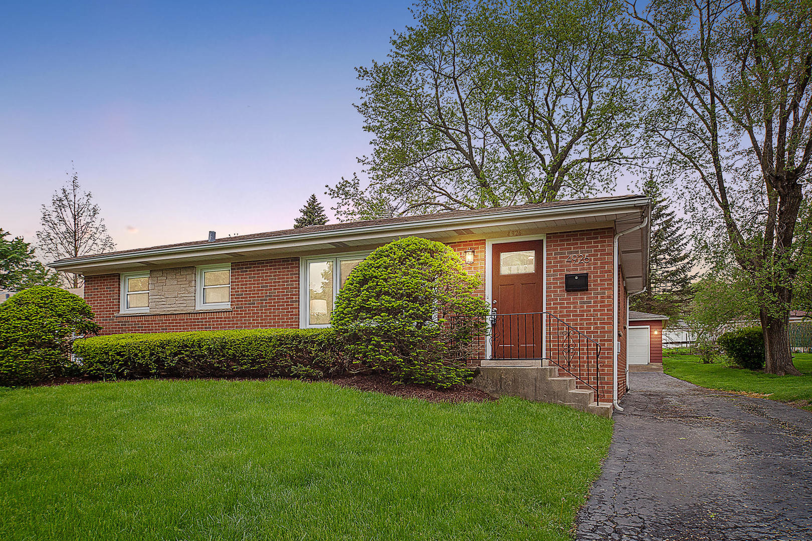 Photo for 4926 Cumnor Road, Downers Grove, IL 60515 (MLS # 10537361)