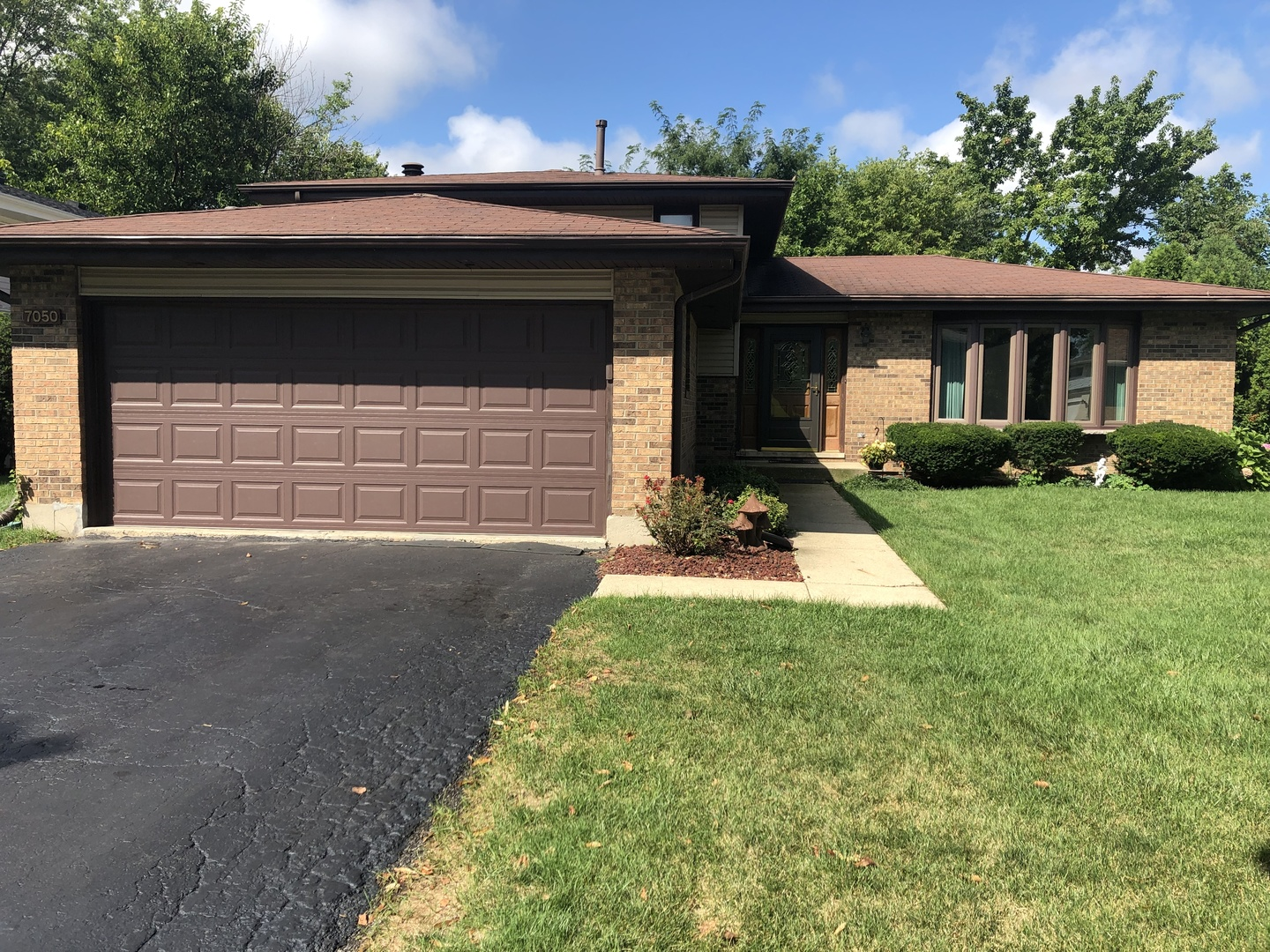 Photo for 7050 Foster Road, Downers Grove, IL 60516 (MLS # 10538180)