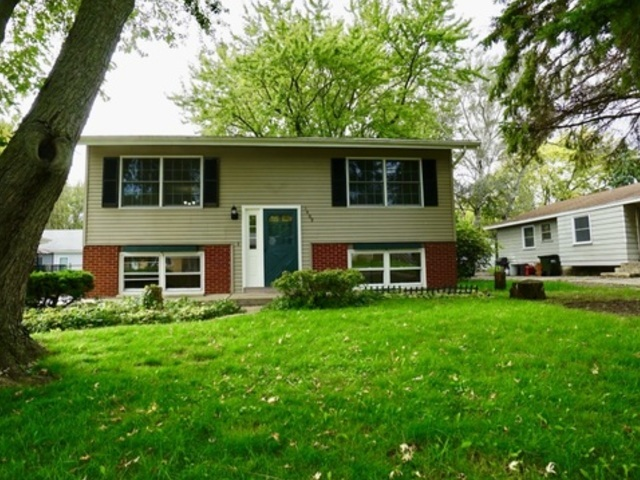 Photo for 1409 Adams Street, Lake In The Hills, IL 60156 (MLS # 10539152)