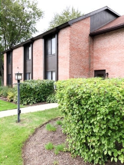 Photo of 720 St Andrews Lane, Unit Number 35, Crystal Lake, IL 60014 (MLS # 10548417)