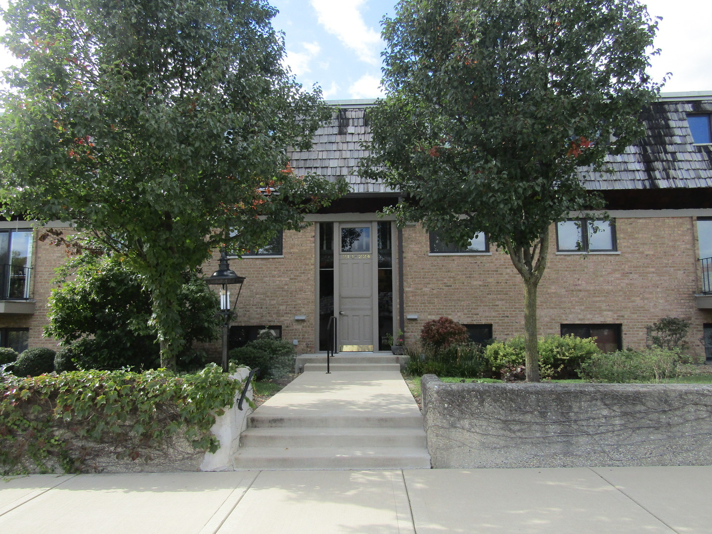 Photo for 216 Kenston Court, Unit Number 216, Geneva, IL 60134 (MLS # 10551466)