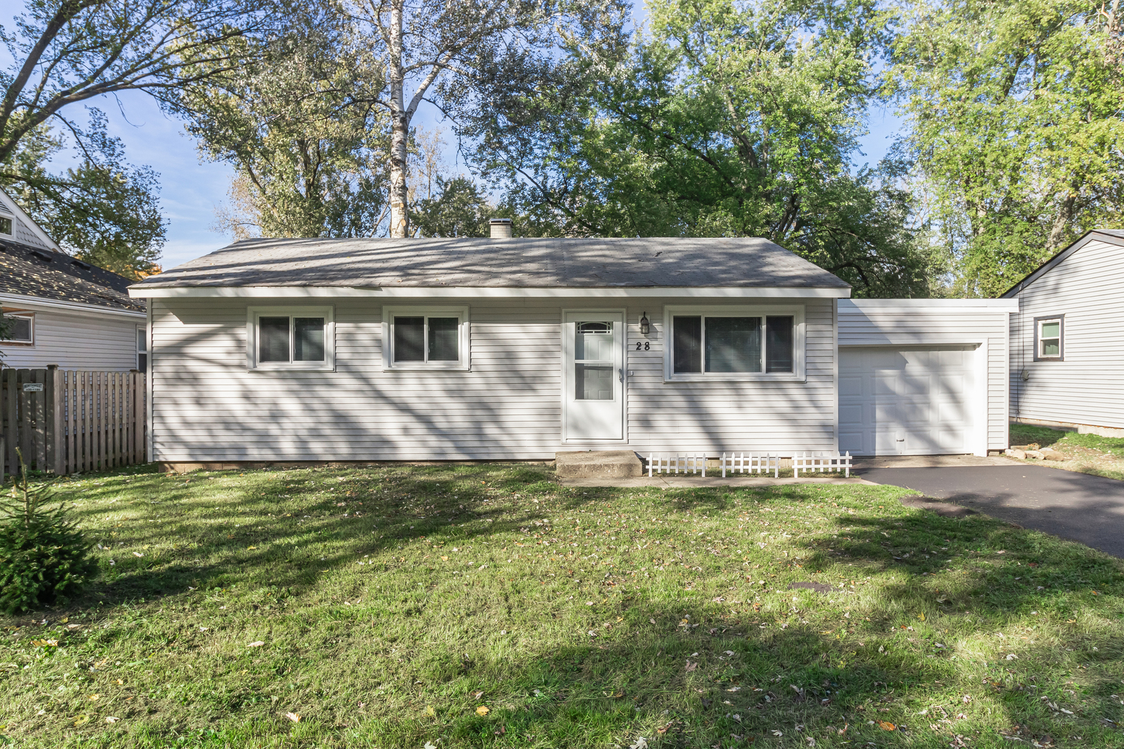 Photo for 28 W Oak Street, Lake In The Hills, IL 60156 (MLS # 10552751)