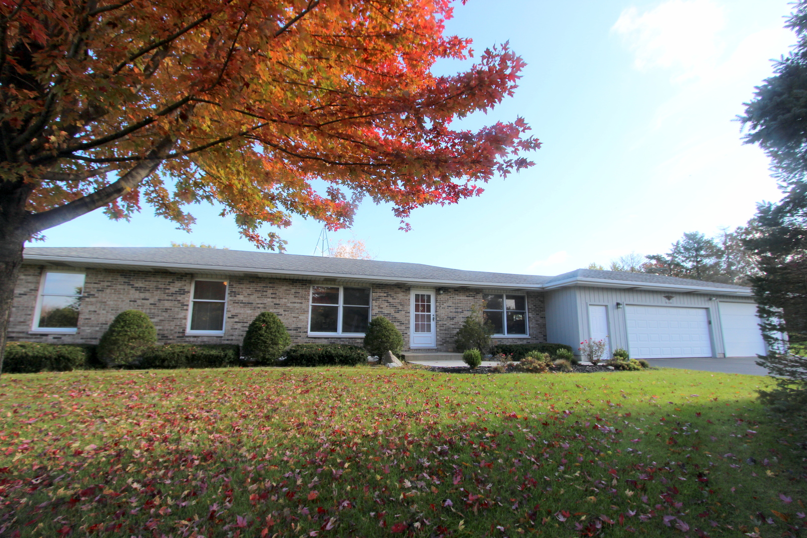 Photo for 2004 Parker Court, Woodstock, IL 60098 (MLS # 10557277)