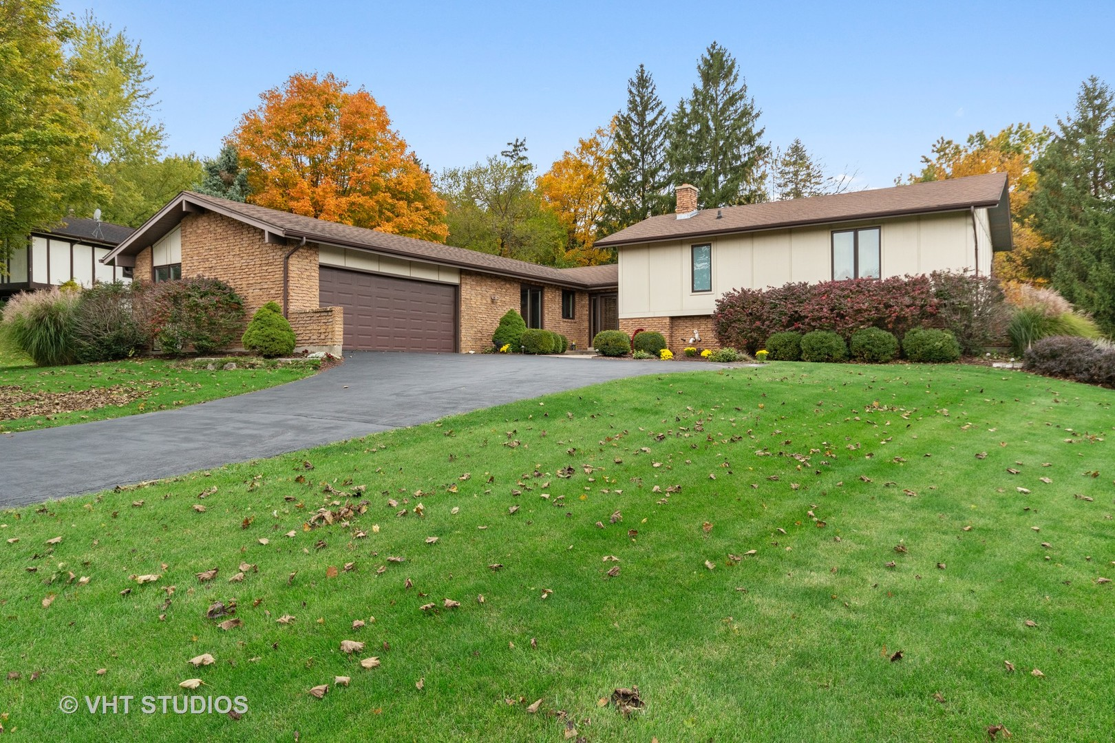Photo for 42W436 Meadowlark Court, St. Charles, IL 60175 (MLS # 10558371)