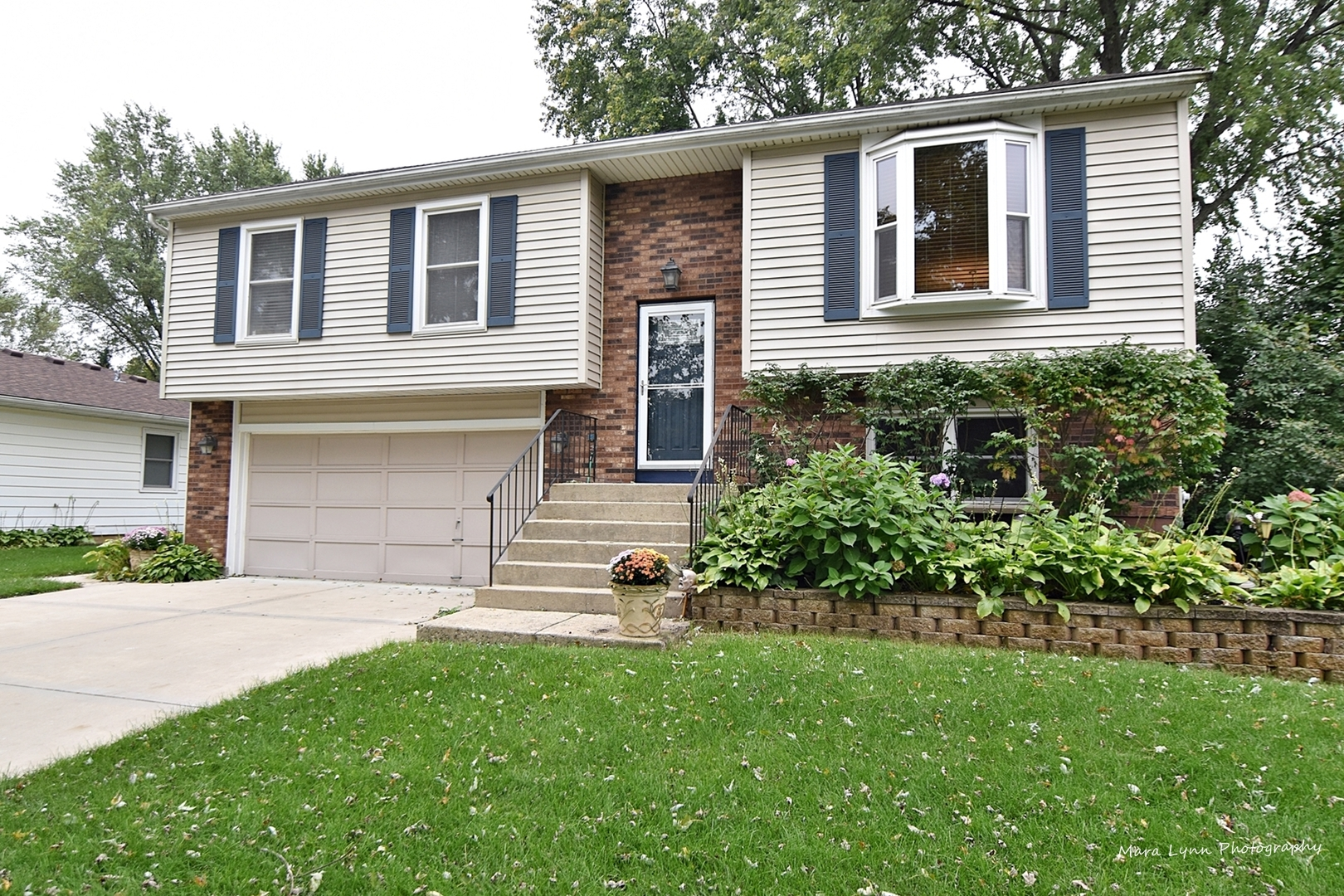 Photo for 912 Independence Avenue, St. Charles, IL 60174 (MLS # 10561018)