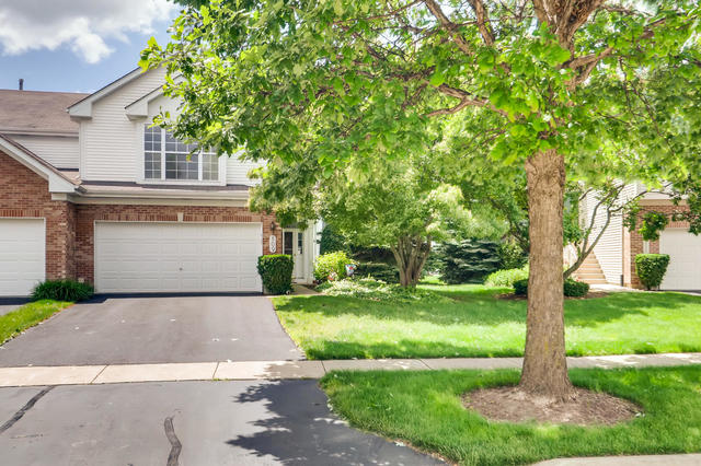 Photo for 809 Crossing Way, St. Charles, IL 60174 (MLS # 10564587)