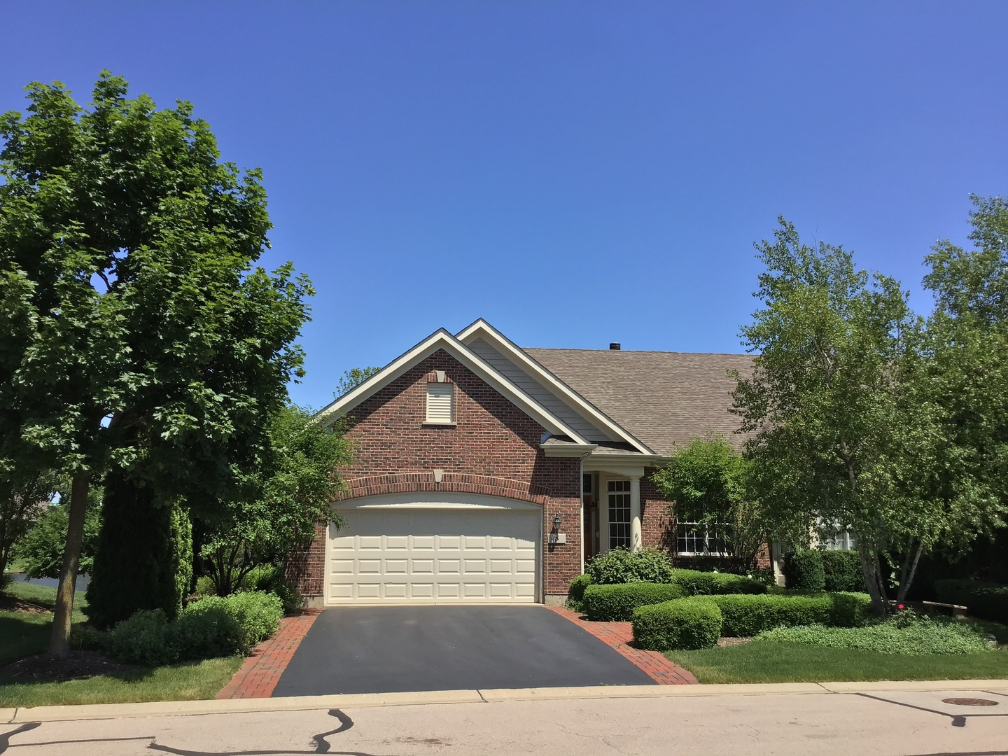 Photo for 5 Sugar Maple Court, Lake In The Hills, IL 60156 (MLS # 10566161)