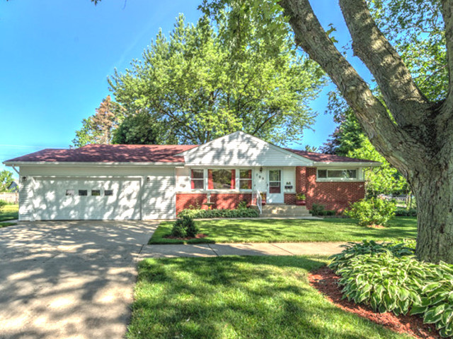 Photo for 708 Ford Court, Elgin, IL 60120 (MLS # 10569580)