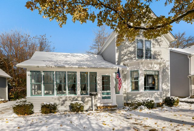 Photo for 707 E Wilson Street, Batavia, IL 60510 (MLS # 10572364)