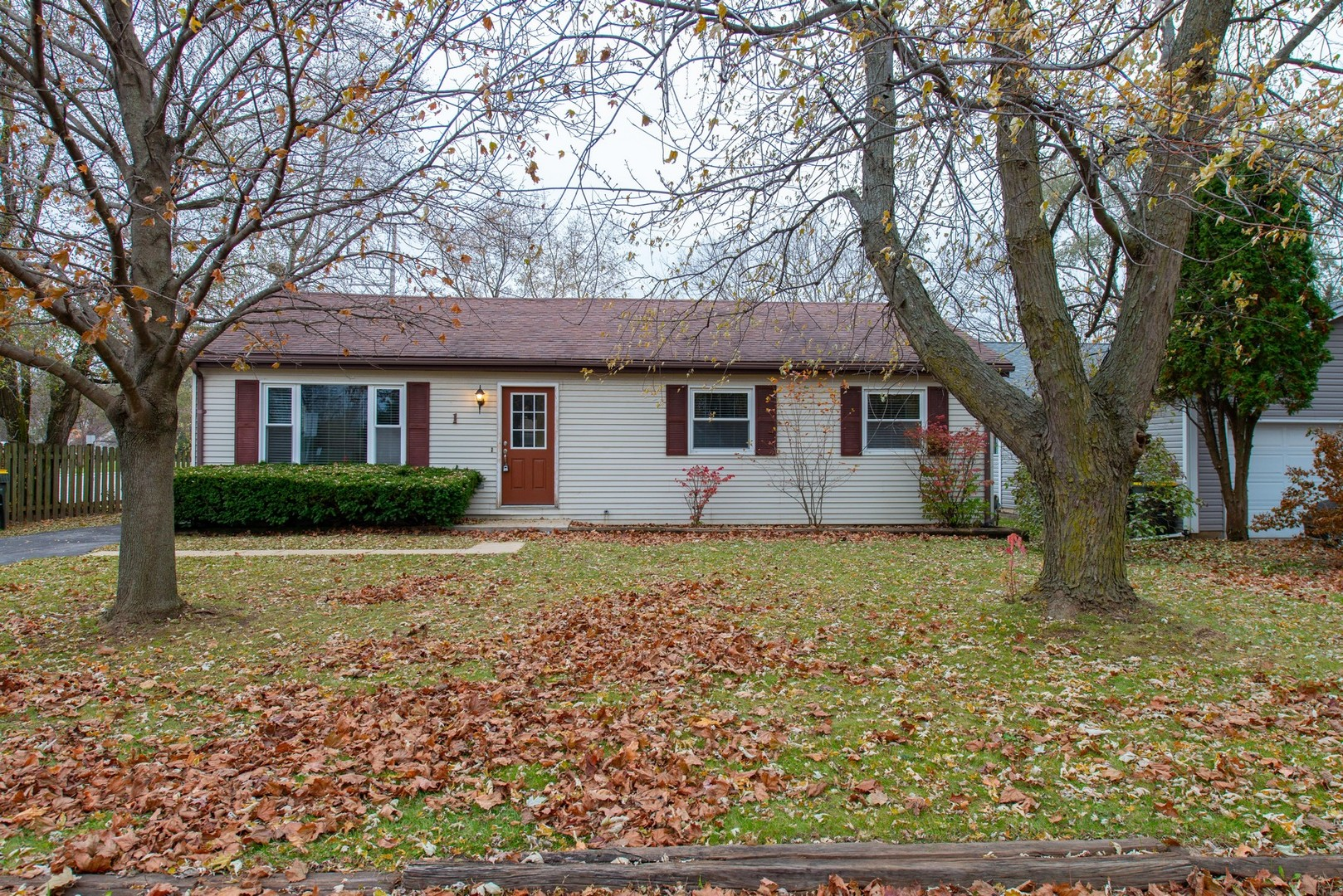 Photo for 1 Wander Way, Lake In The Hills, IL 60156 (MLS # 10572814)