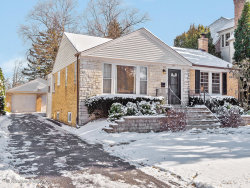Photo of 219 Middaugh Road, Clarendon Hills, IL 60514 (MLS # 10573226)