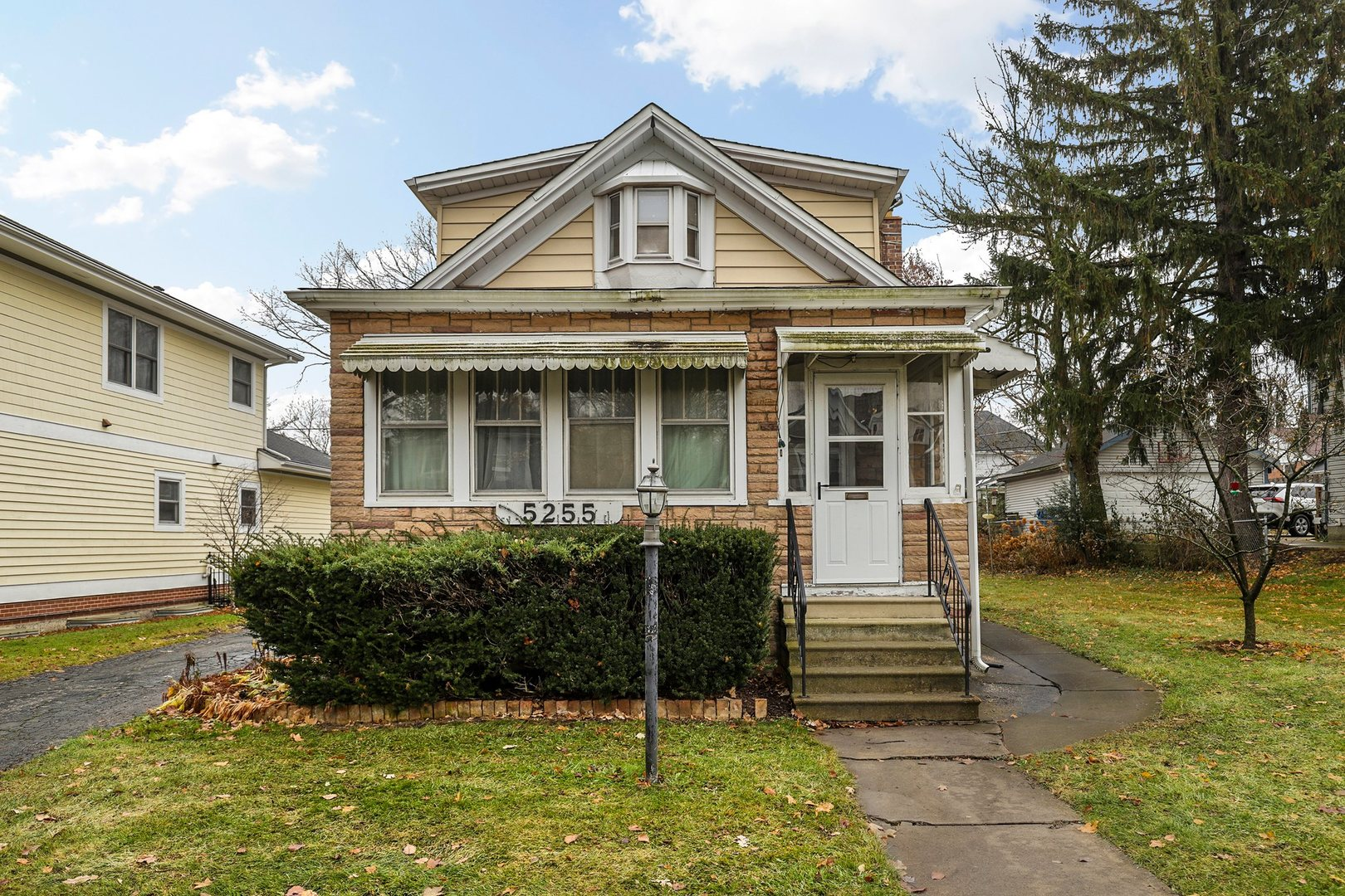 Photo for 5255 Carpenter Street, Downers Grove, IL 60515 (MLS # 10573378)