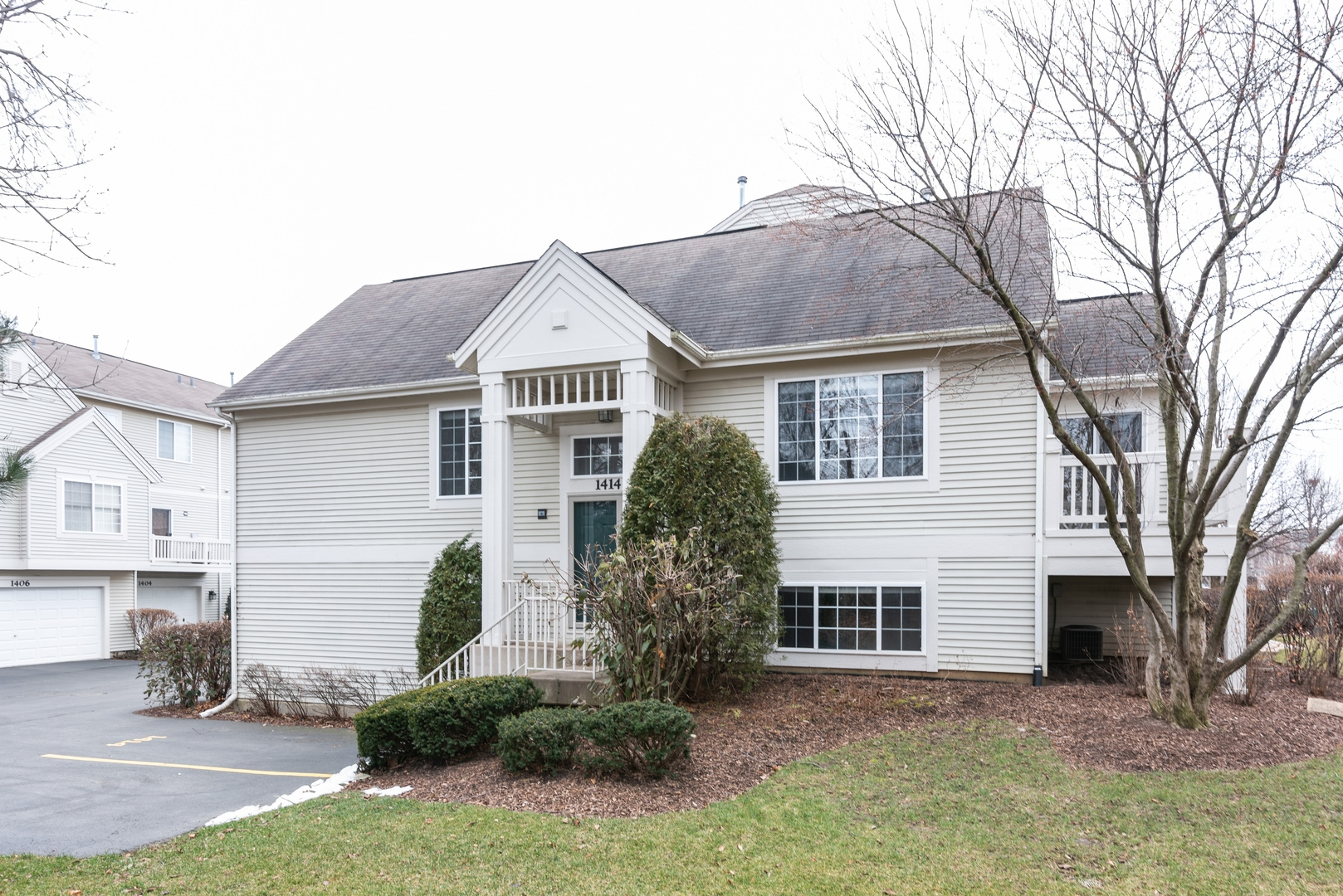 Photo for 1414 New Haven Drive, Cary, IL 60013 (MLS # 10582123)