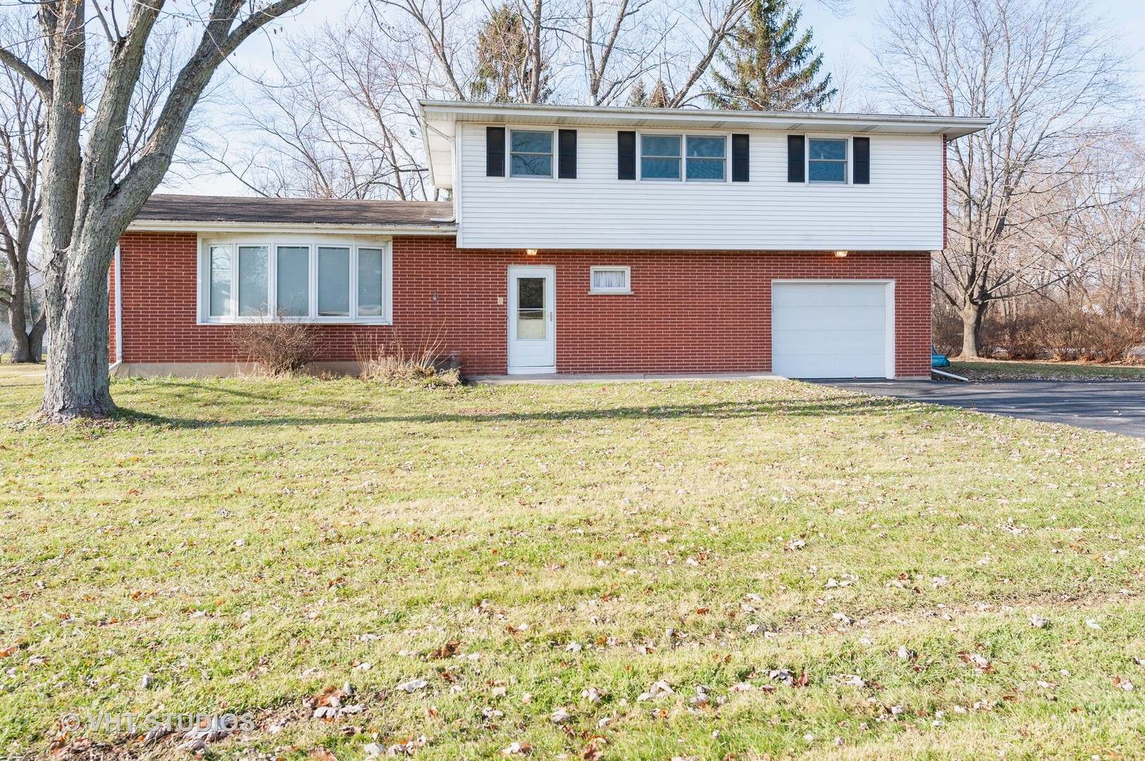 Photo for 7305 Hickory Nut Grove Road, Cary, IL 60013 (MLS # 10582321)