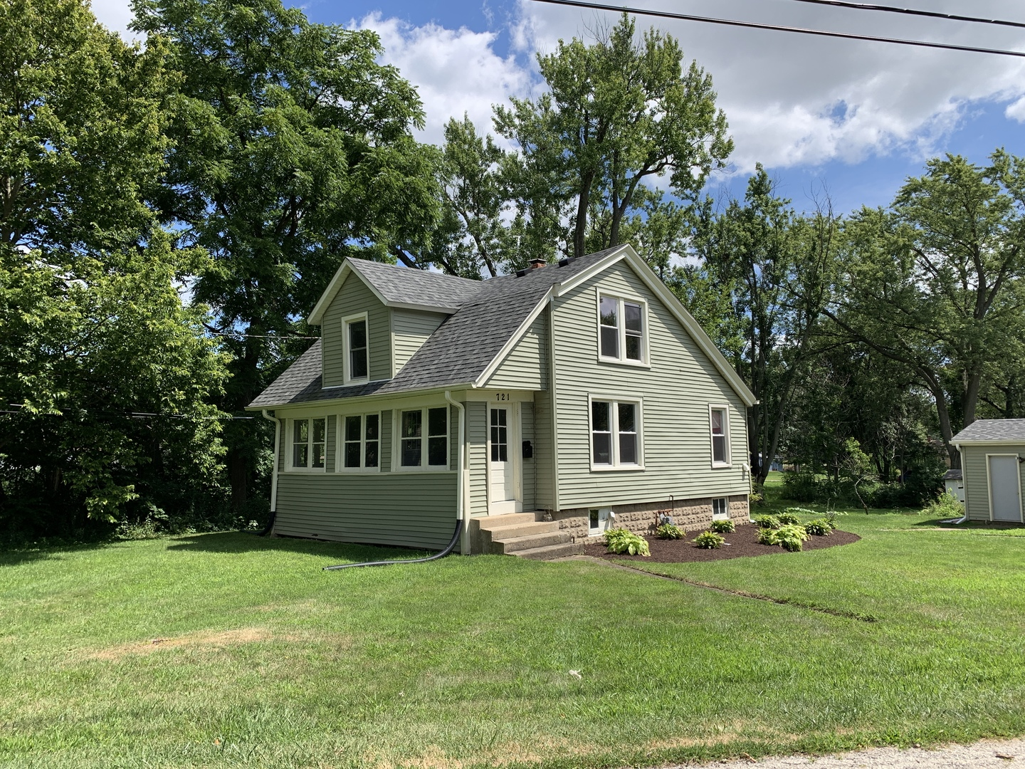 Photo for 721 Division Street, Woodstock, IL 60098 (MLS # 10582358)