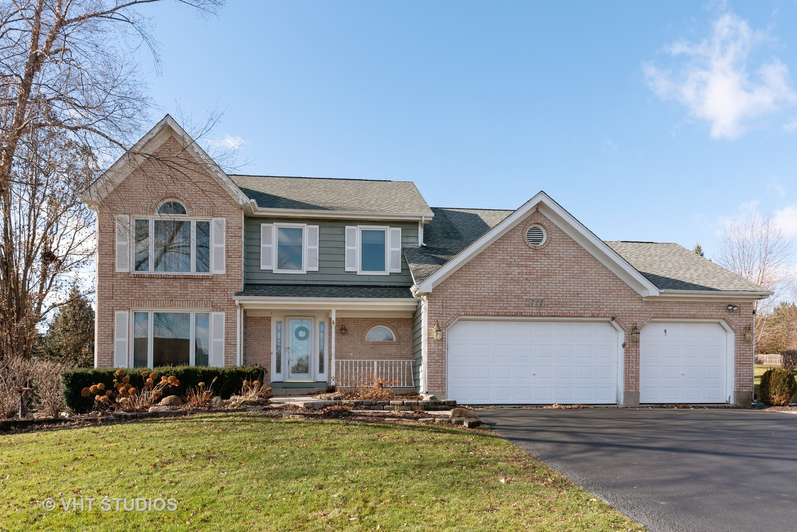 Photo for 722 Greens View Drive, Algonquin, IL 60102 (MLS # 10582680)