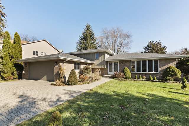 Photo for 5607 Fairview Avenue, Downers Grove, IL 60516 (MLS # 10582884)