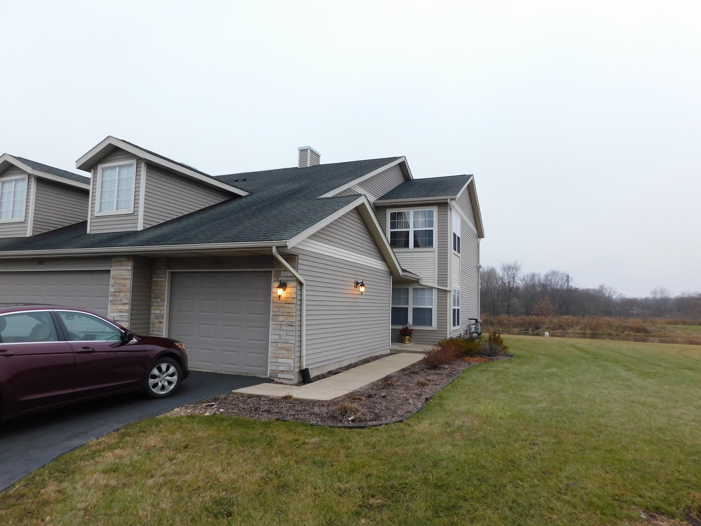 Photo for 902 Kelly Lane, Unit Number 902, Sycamore, IL 60178 (MLS # 10583353)
