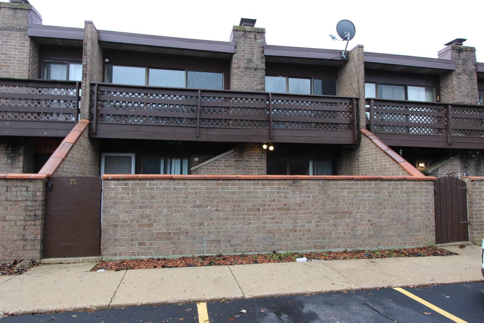 Photo for 711 Kenneth Circle, Unit Number 711, Elgin, IL 60120 (MLS # 10583409)