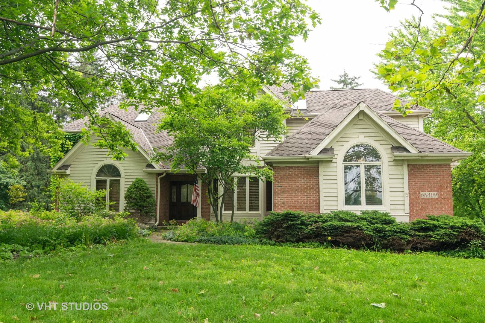 Photo for 6N409 Splitrail Lane, St. Charles, IL 60175 (MLS # 10584556)