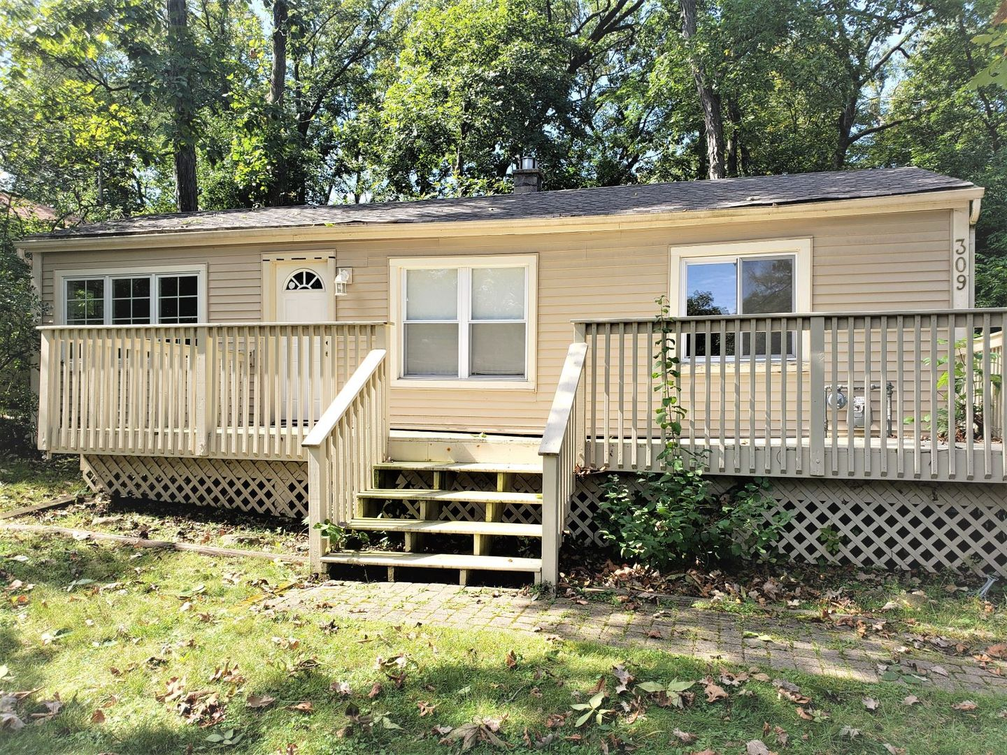 Photo for 309 Locust Street, Lake In The Hills, IL 60156 (MLS # 10586048)