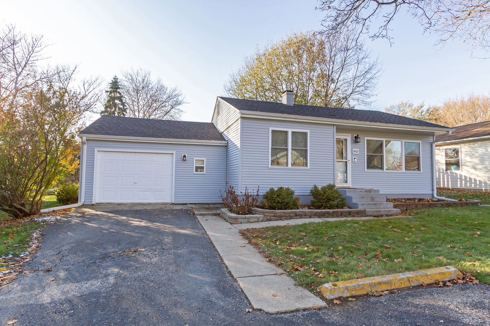Photo for 1415 Adams Street, Lake In The Hills, IL 60156 (MLS # 10587566)