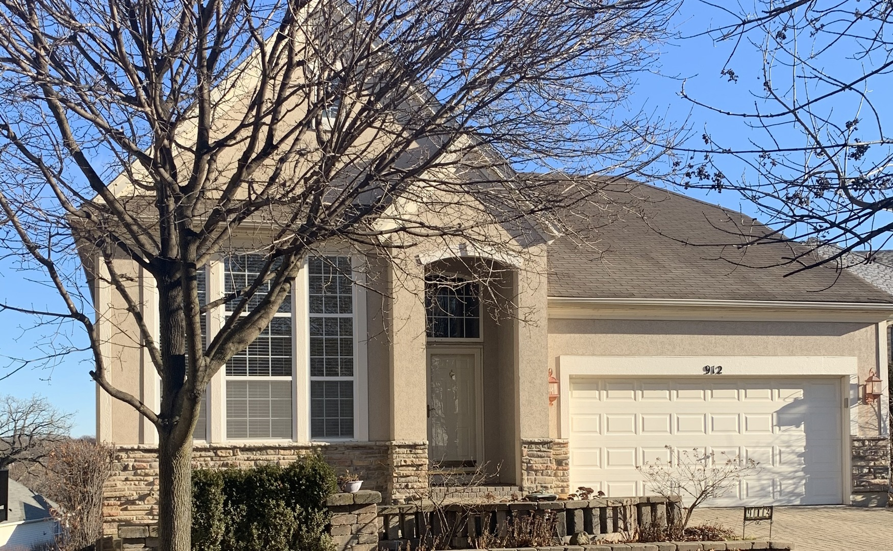 Photo for 912 Viewpointe Drive, St. Charles, IL 60174 (MLS # 10590797)