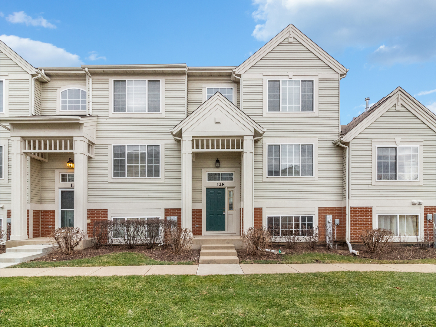 Photo for 128 New Haven Drive, Cary, IL 60013 (MLS # 10592029)