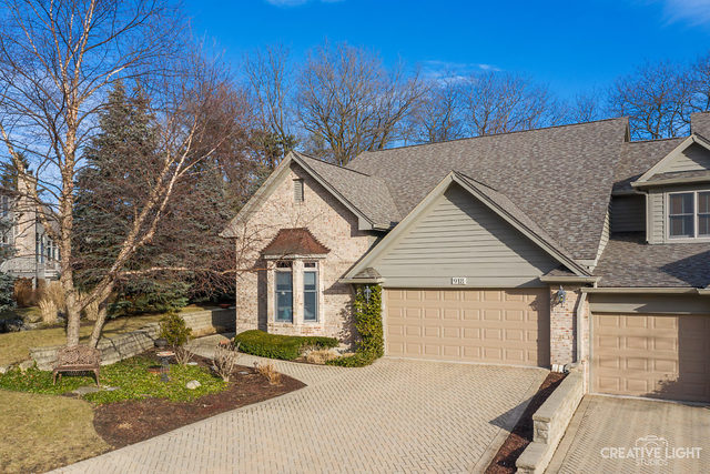Photo for 918 Oak Crest Lane, St. Charles, IL 60175 (MLS # 10592180)