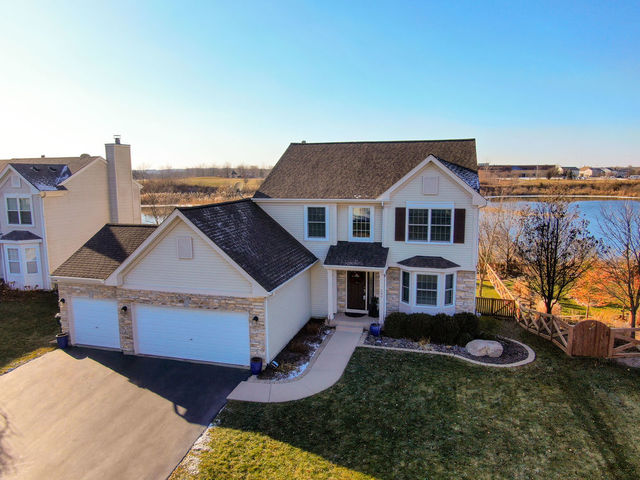 Photo for 580 Lake Plumleigh Way, Algonquin, IL 60102 (MLS # 10592205)