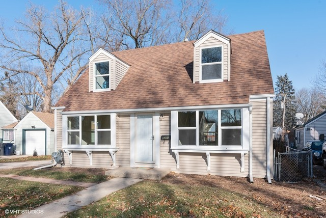 Photo for 521 Miller Drive, Elgin, IL 60123 (MLS # 10592674)