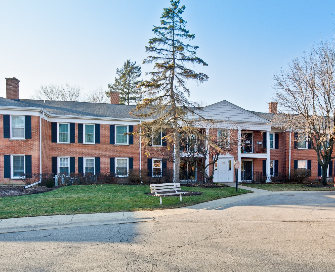Photo for 520 Shorely Drive, Unit Number 102, Barrington, IL 60010 (MLS # 10593530)