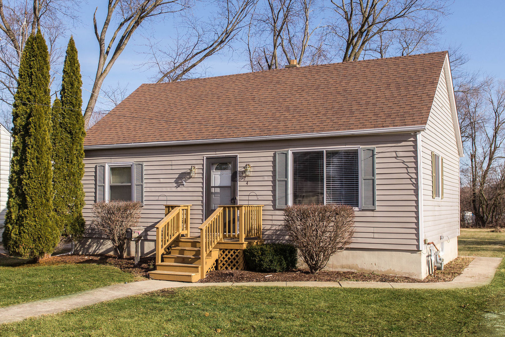 Photo for 324 Pleasant Street, Sycamore, IL 60178 (MLS # 10605099)